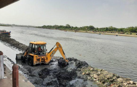 सिल्ट हटने से यमुना में जल स्रोत निकलने की उम्मीद बढ़ी